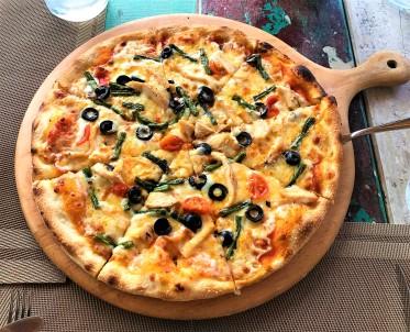 Chicken & Green Beans Pizza